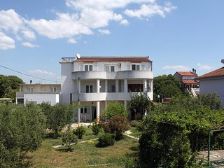 Three bedroom apartment Pirovac (Sibenik) (A-6276-a)