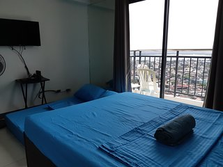 Corner 1 Bedroom Seaview with Balcony in the Center of Cebu City