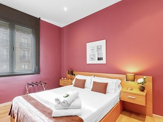 Apartment in the heart of the city, steps from Plaza Catalunya.