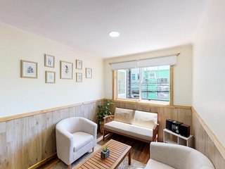 Apartment right near shopping, waterfront, and restaurants