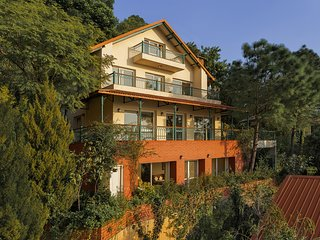 3 Divine Woods - 4BR Villa in Kasauli with Garden | Home-Cook | Valley Views