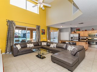 ⭐Spacious 7 BR Villa and Minutes Away from All Orlando Theme Parks⭐