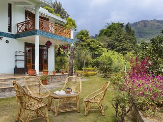 Rainbow Cottage - 3BR Luxury Villa in Bhimtal with Home-Cook & Badminton Court