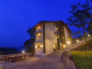 Juniper - Plush 5BR Vacation Home in Kasauli with Large Open Deck & Home-Cook
