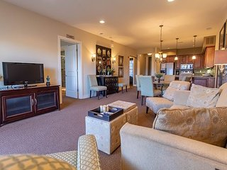 Elevator! Great Gatsby-Charming 2 Bed 2 Bath Condo at Branson Hills