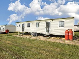 8 berth caravan with C/H and D/G. Near to amenities. *Pets allowed. REF 23015