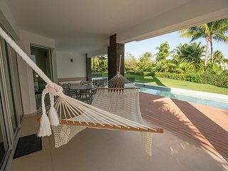 Casa Azul with Private Pool and short walk to beach 2 bdrm 2 bath