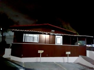 Chalé de Madeira Mobiliado e Climatizado em Ponta Negra - Natal/RN