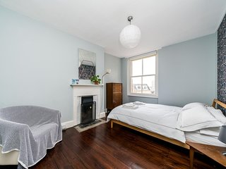 Lovely, Light 1 bed Apartment in Central Location