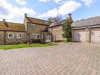 EAST FARM HOUSE, Grade II listed farmhouse, woodburner, en-suite, enclosed
