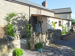 LILLY COTTAGE, Romantic, woodburner, WiFi, Whitecroft