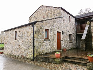 NUTTLEBER COTTAGE, WiFi, Ground floor accommodation, Open-plan living, Skipton