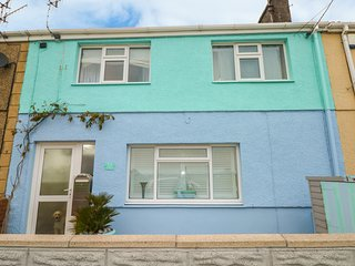 35 SEAVIEW TERRACE, pet friendly, seaside, Burry Port