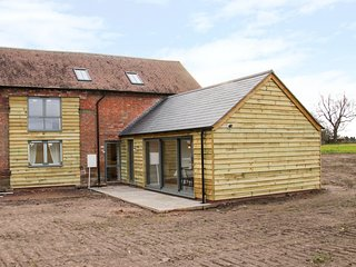 THE COW BARN, barn conversion, dog-friendly, Waters Upton