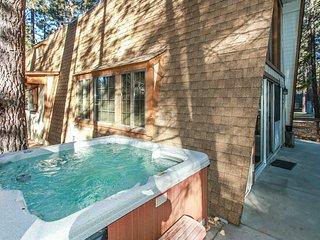 Ironwood Pines Retreat * Snow Summit 3BR + Loft / Foosball / Hot Tub / Firepit