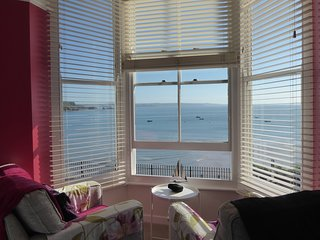1 BEACHTOP COURT, seaside views, WiFi, cosy, in Tenby, ref:949826