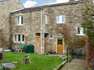 BRAMBLE COTTAGE, Three bedrooms, Open fire, Hetton