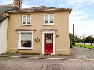 THE CORNER STORE, WiFi, Feature fireplace, Open-plan living, Wareham