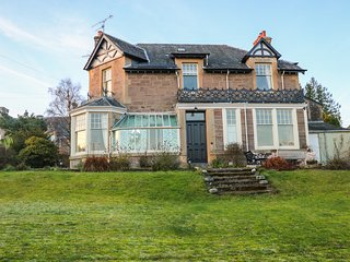 ARD-LAGGAN, large property, enclosed garden, in Crieff