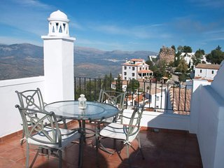 Very cozy village house with roofterrace in Comares.