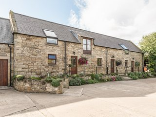 JENNY'S COTTAGE, romantic, character holiday cottage in Alnmouth, Ref 820