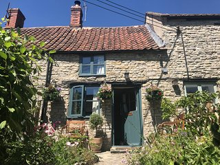 2 BATCH COTTAGES, pet friendly, woodburning fire in Somerset