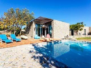 NEW Breathtaking Villa w/ pool in scenic landscape