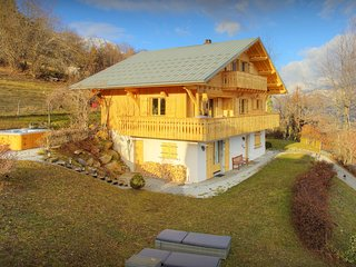 Stylish chalet for 8 - Mont Blanc views, hot tub, terrace - OVO Network