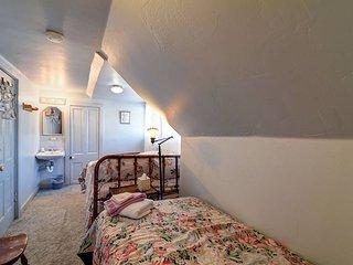 Quaint Suite w/ Private Bath, Gym & Sauna!