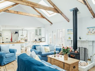 Centrally Located Character Sail Loft with Sea Views and Original Artwork