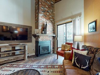 Lofty condo w/ shared pool/hot tub/game room, private balcony & gas fireplace!