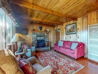 Lake view family home w/ wood fireplaces & pool table - near lake & skiing!