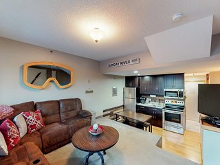 Ski-in/ski-out condo w/ shared pool, hot tub, & sauna in Sunday River!
