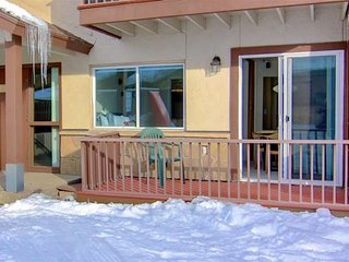 Mid Season/Spring Ski Sale! Ski-In/Walk Out, Hot Tub, Views, Modern Remodel, Fir