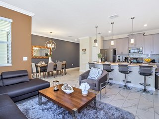 Luxury 4 Bedroom home (8985 SD)