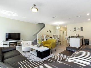 Luxury 5 Bedroom home (1559 PD)