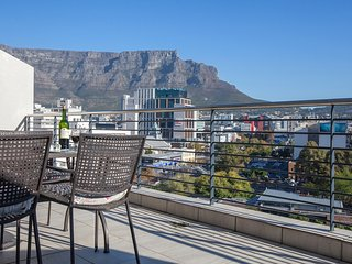 Spacious apartment in the center of Cape Town with Lift, Parking, Internet, Wash