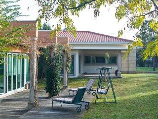 Spacious villa in Santo Tirso with Parking, Internet, Washing machine, Air condi