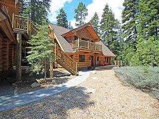 McKinney Creek Cabin - Total of 5 bedrooms & 3 baths - Walk to Chambers