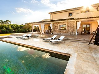 Magnificent Villa for 10 people with bar next to the pool, near the beach