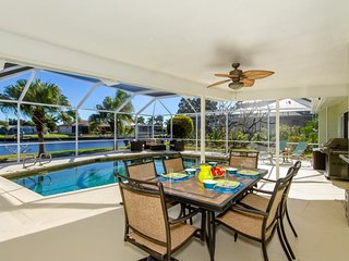 Villa Malibu Located in the desirable yacht club area on a wide water basin