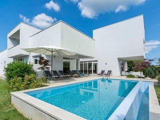 4 bedroom Villa in Tomišići, Istarska Županija, Croatia - 5026954