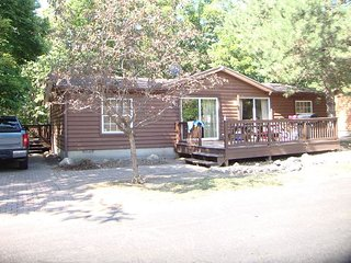 Great Family Vacation Spot! Quiet, Comfortable, Spacious. 3 BR for up to 8