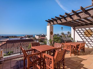 3BR Penthouse Suite w/ Oceanview Balcony, Walk to Beach