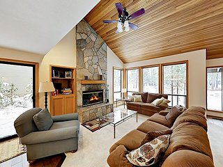 Airy Sunriver Home w/ Private Hot Tub & SHARC Passes