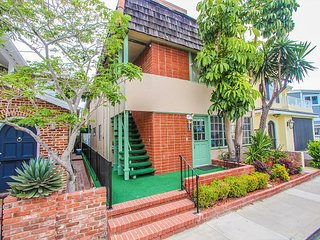 Balboa Island 3BR - Patio & Bay View, Walk to Marine Street, 7 Blocks to Pier