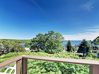 Linekin Lookout - Cottage w/ Bayside Observation Deck & Public Dock Access