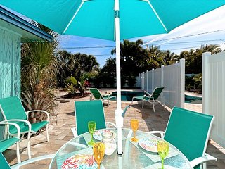 Aquaville B - a 3/1 beauty with pool in the heart of Anna Maria, pet friendly
