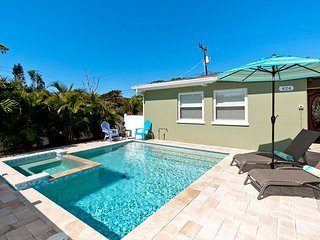 Island Delight - a brand new sparkling private heated pool and hot tub