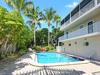 Tropical Terrace - A Townhouse 1 block to the beach - PET FRIENDLY!